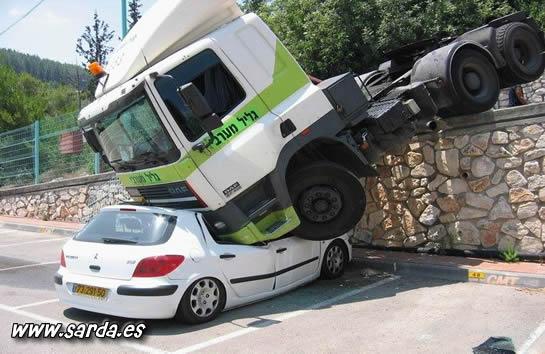 coches chafados por camiones
