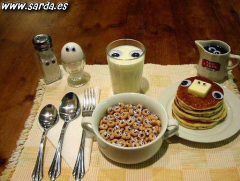 Fotos de humor, desayuno con ojos