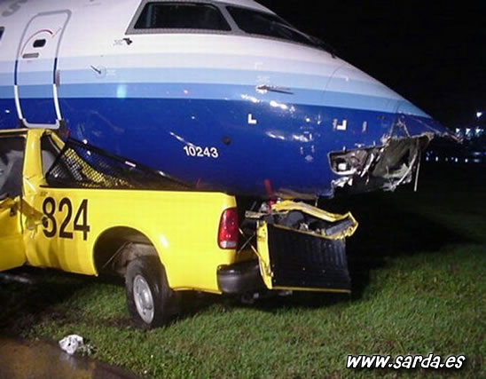 accidentes de aviones contra coches