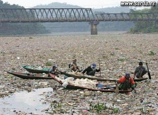 rios sucios y contaminados